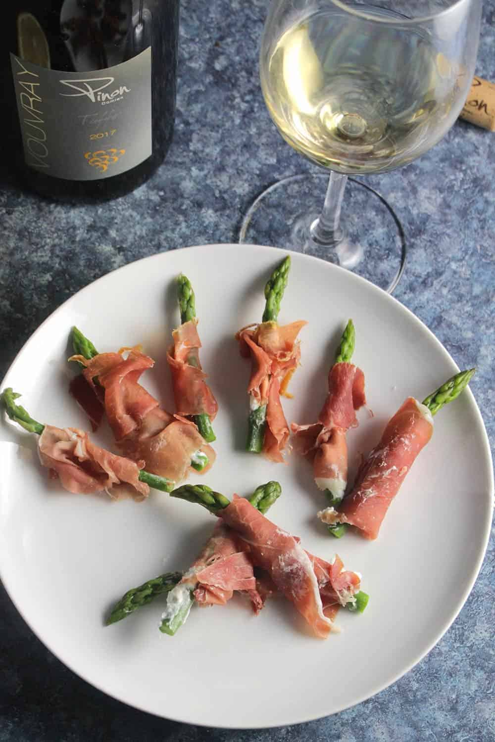 prosciutto wrapped asparagus with white wine.
