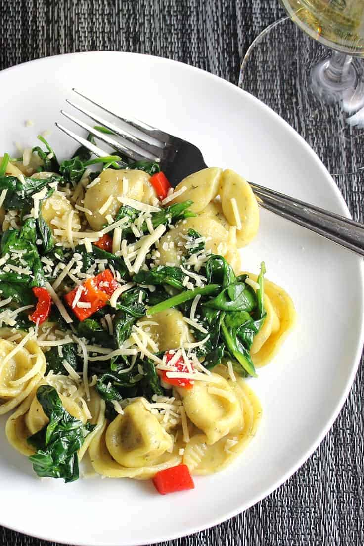 quick tortellini with spinach and garlic on a plate.