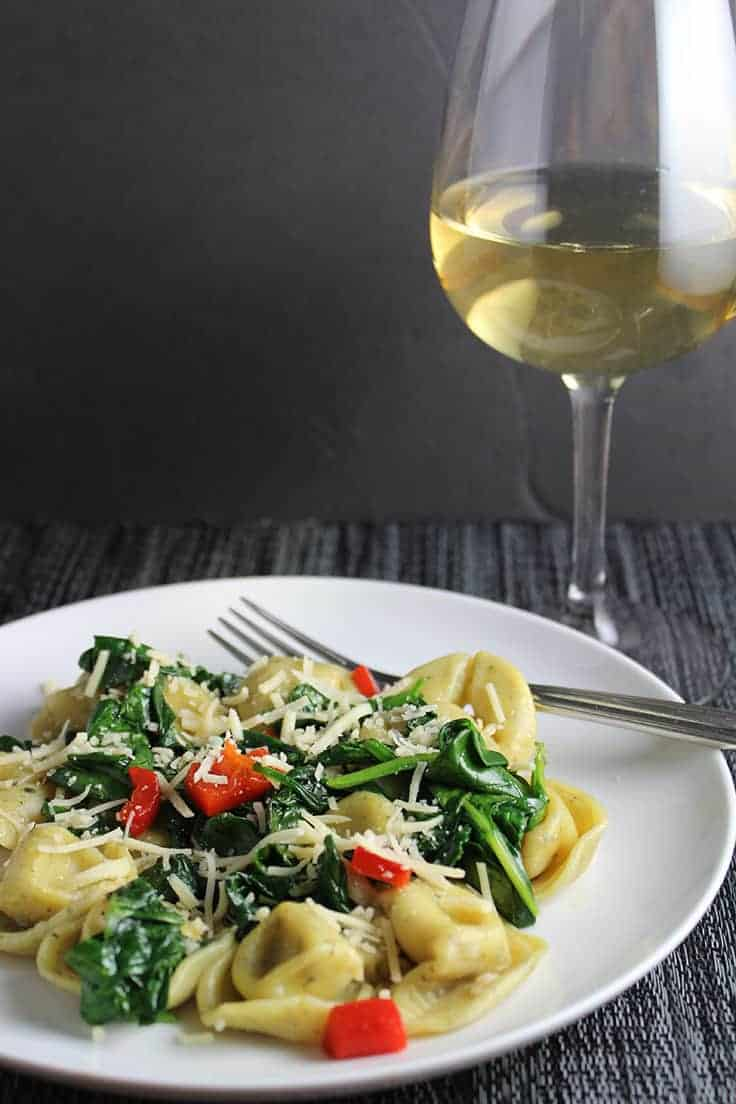 a medium bodied white wine works well with tortellini with spinach and garlic