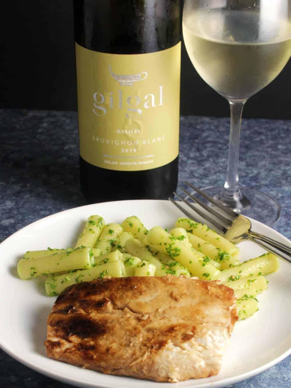 white wine served with mahi mahi and pasta