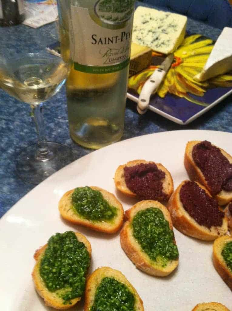 Saint-Peyre Picpoul de Pinet pairs well with pesto. Great value white wine from Languedoc!