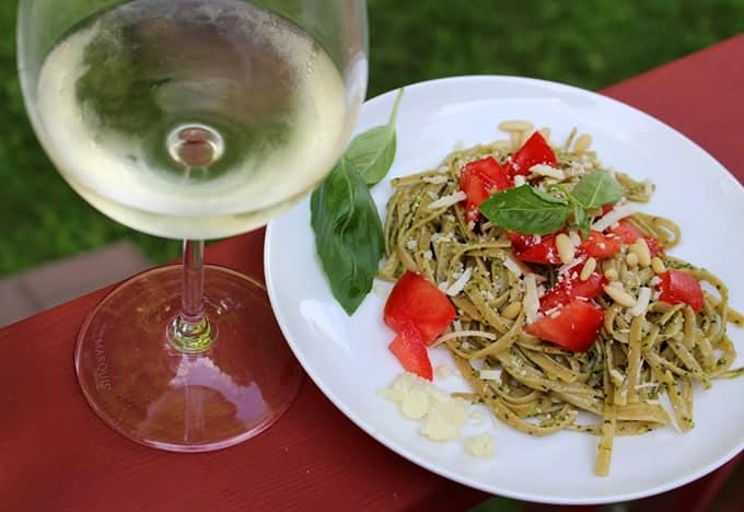 Linguine with Classic Pesto