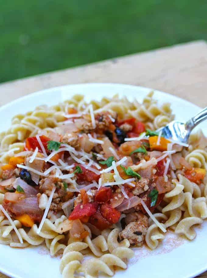 Farm Fresh Tomato Sauce with Ground Turkey is a healthy way to use summer's bountiful tomatoes   cookingchatfood.com