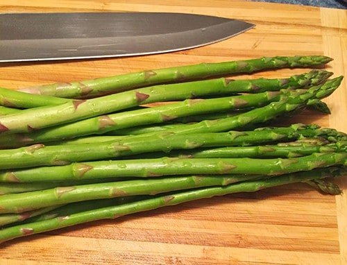 "chopping asparagus doesn't mean you can't enjoy a glass of wine! See Cooking Chat's ""How to Pair Wine with Asparagus""."