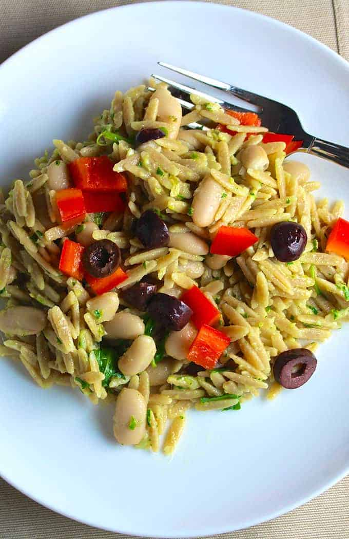 Orzo with Parsley Pesto, White Beans and Olives for a tasty side dish or vegetarian main | cookingchatfood.com