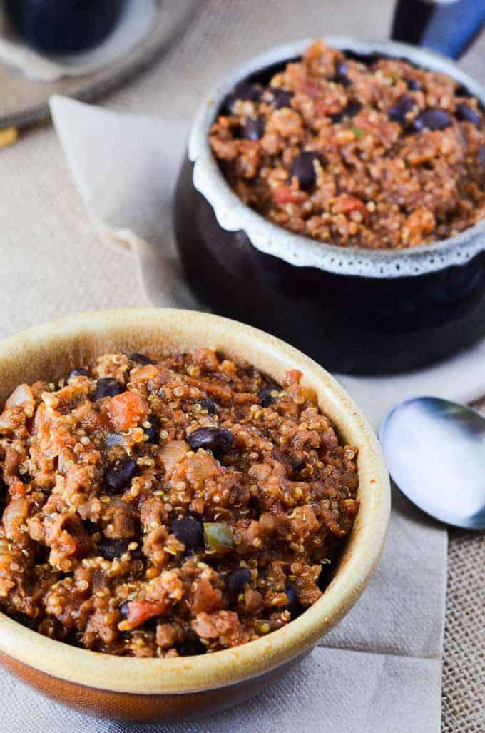 one pan vegan quinoa chili from the Crumby Cupcake