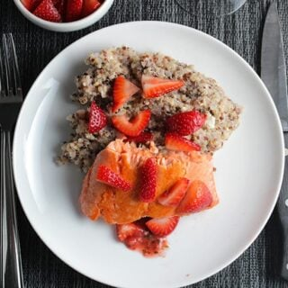 Quinoa with Salmon and Strawberries #SundaySupper #FLStrawberry