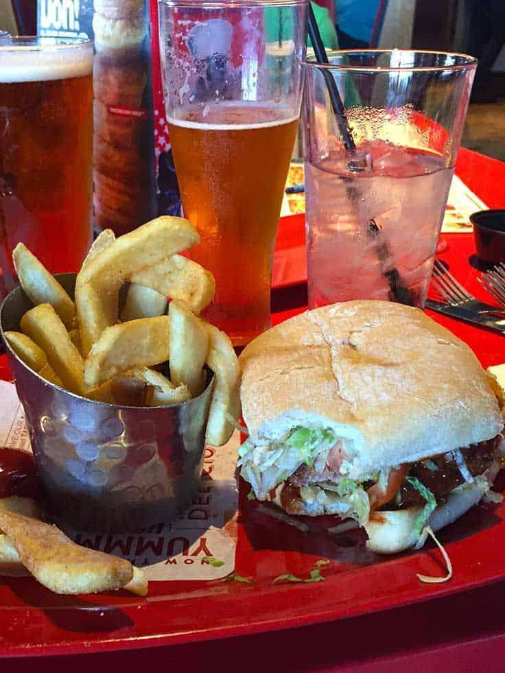 Burger at Red Robin an allergy friendly restaurant.