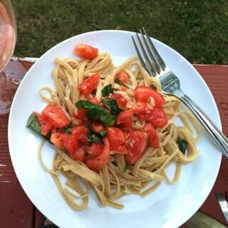 Fresh Tomato Salsa Pasta with an Italian Rosato