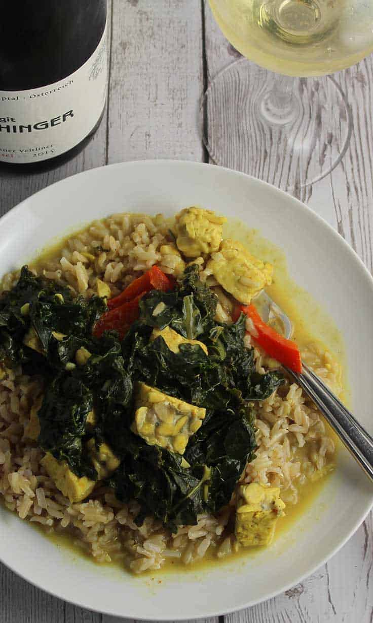 Kale and Tempeh Curry, a tasty vegan recipe, pairs well with a Grüner Veltliner wine.