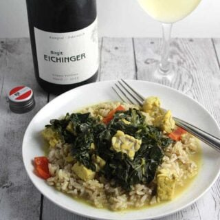 Kale and Tempeh Curry paired with Grüner Veltliner wine.