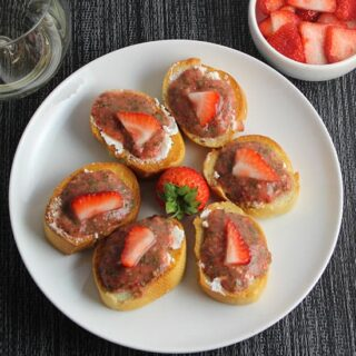 Savory Strawberry Crostini #FLStrawberry #SundaySupper