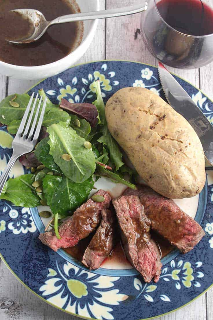 Roasted Garlic Sirloin Steak with Rosemary is easy and packed with flavor! #SundaySupper lean beef event recipe.