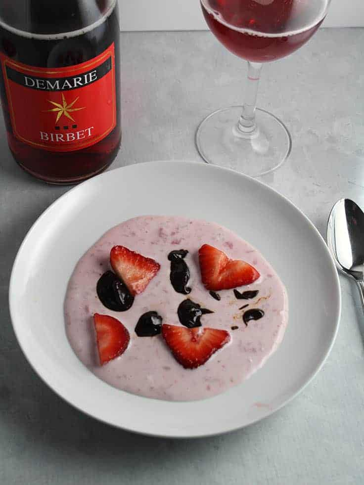 A sparkling Birbet wine served with Sweet Strawberry Cream and Chocolate.
