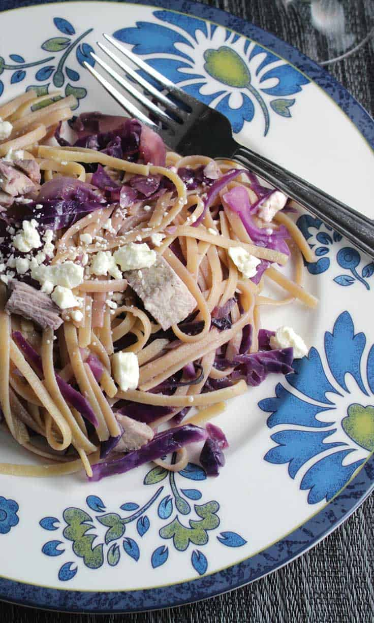 Leftover Turkey Linguine with Red Cabbage is an easy and healthy way to use up those turkey leftovers! #pasta #leftoverturkey
