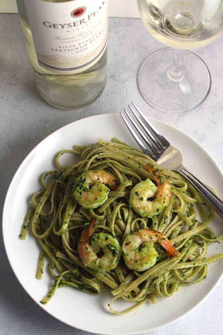 Shrimp Pesto Pasta recipe, easy to make and delicious paired with a Sauvignon Blanc wine. #winepairing #shrimp #pesto #SauvignonBlanc