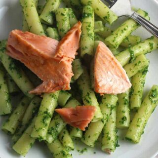 Salmon Pesto Pasta Recipe with White Wine from Navarra