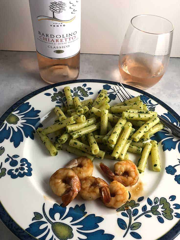 Domini Veneti Bardolino Chiaretto Classico paired with shrimp and ziti with kale pesto. #winepariring #wine #DiscoverChiaretto