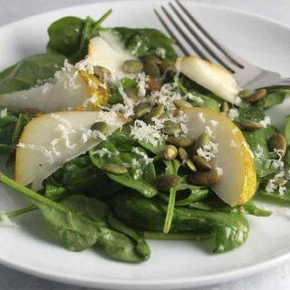 Spinach and Pear Salad with a Touch of Spice