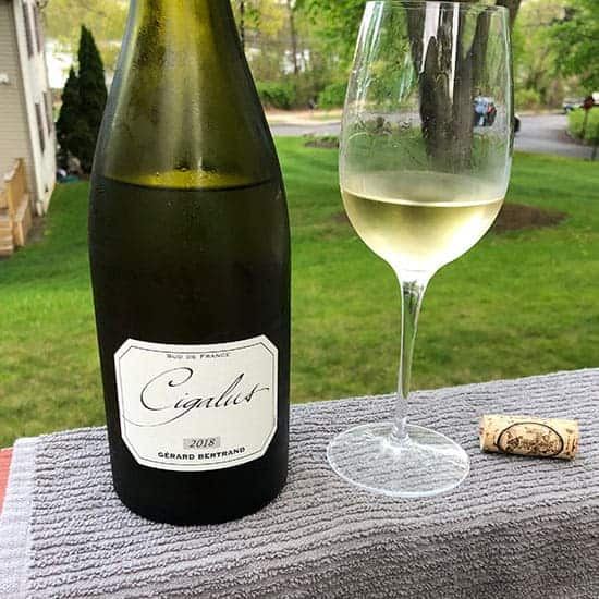 bottle and glass of Cigalus Blanc.