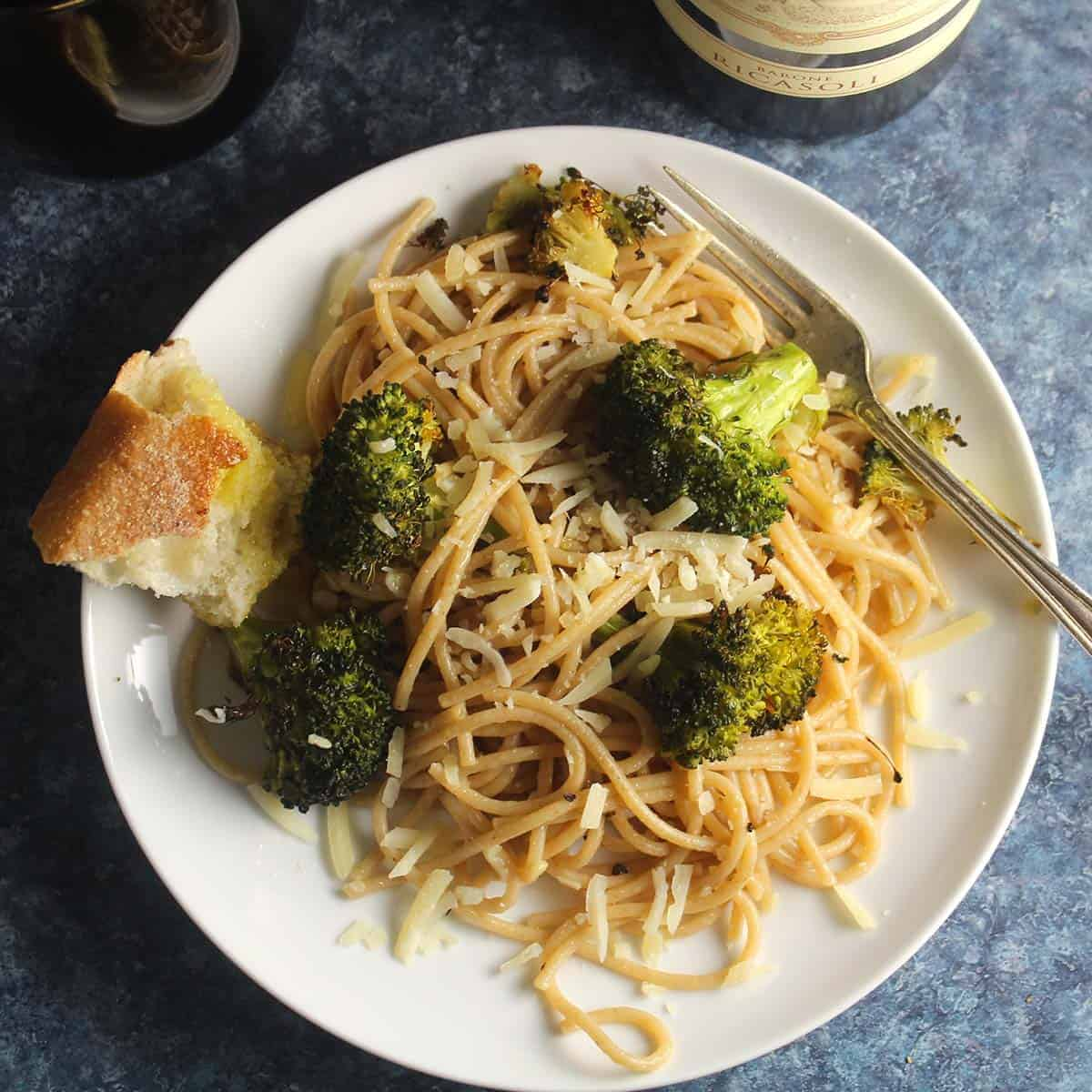 garlic broccoli pasta plated.