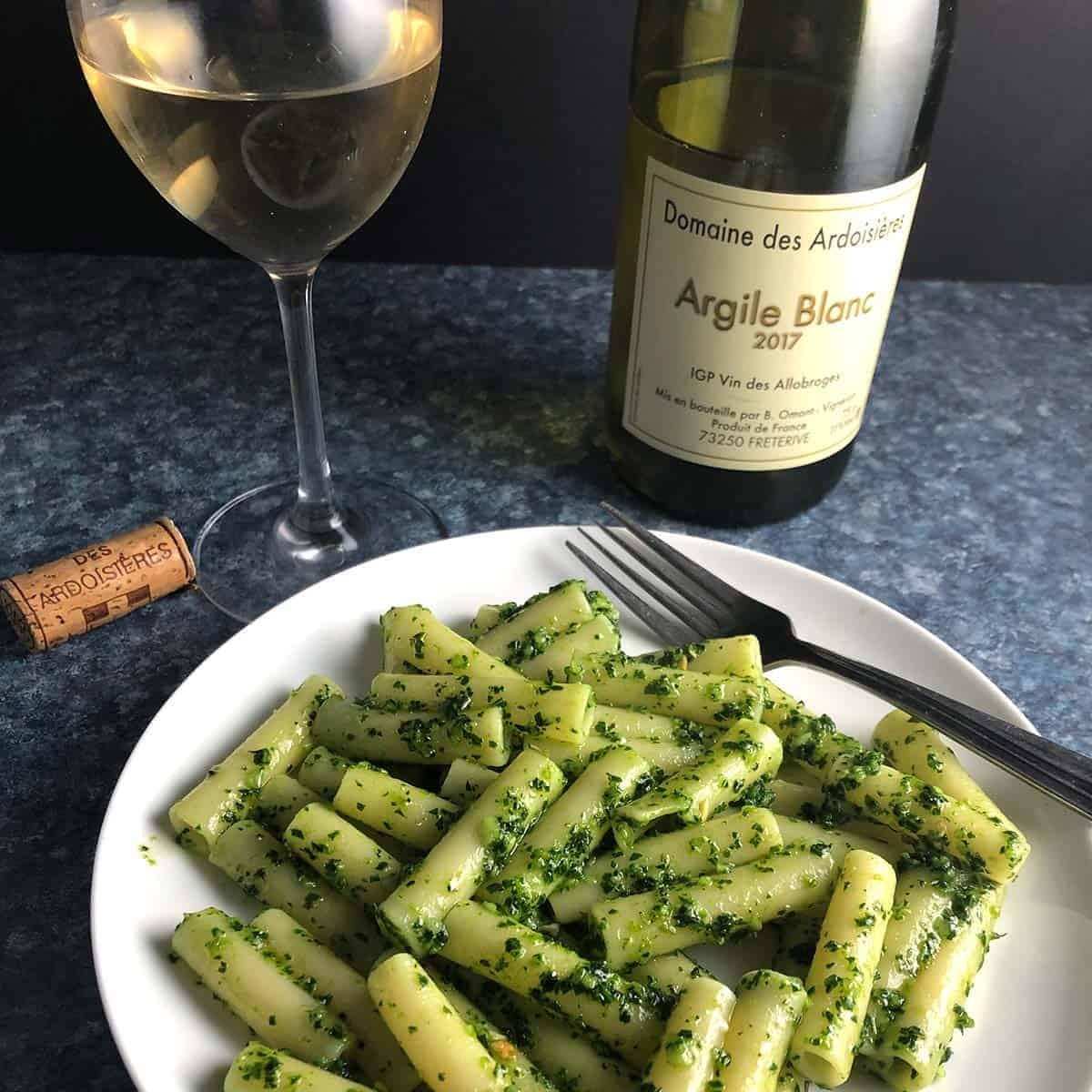 Argile Blanc paired with kale pesto pasta.