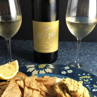 Gilgal Sauvignon Blanc paired with hummus.