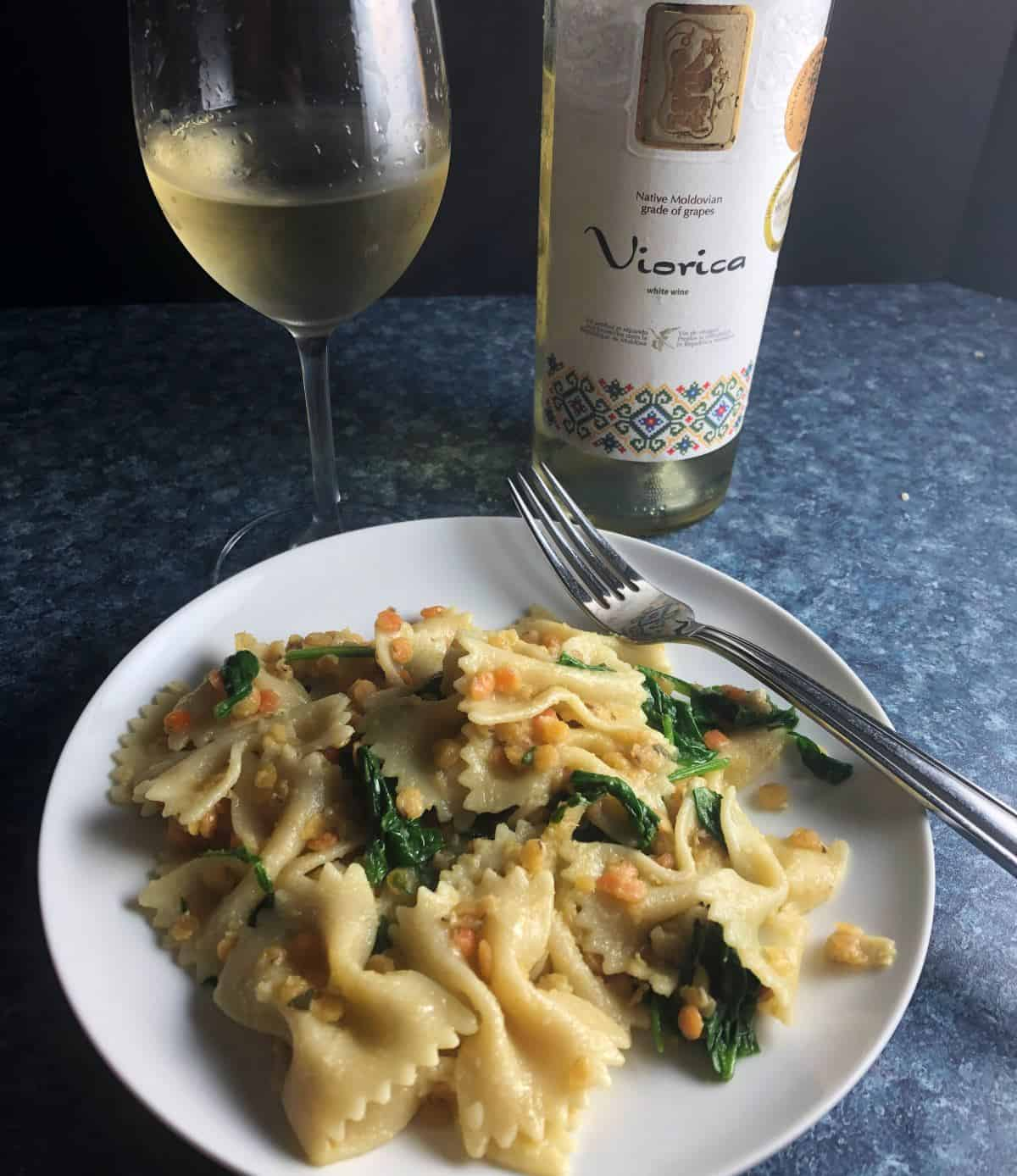 pasta with red lentils and ginger served with a white wine from Moldova.